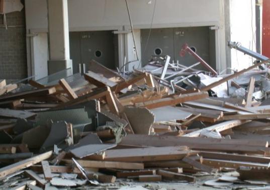 Извозване на битови отпадъци от Амакс 8 с дорби условия - 7