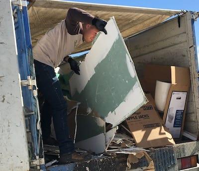Извозване на битови отпадъци от Амакс 8 с дорби условия - 3