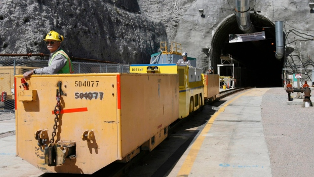Договор за извозване на строителни отпадъци от Амакс 8 в България - 3