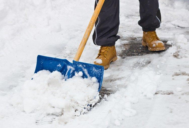 Почистване на сняг от Амакс 8 с бърза работа - 15